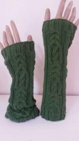 Arm- Handstulpen mit exclusivem Zopfmuster SYLVIA handgestrickt