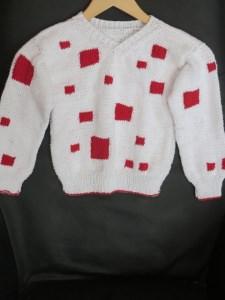 Kinderpulli weiß mit roten Quadraten Größe 98 bis 104 mit V Ausschnitt aus Baumwolle