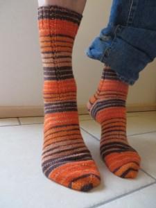 Geringelte Strick-Socken orange und braun Größe 42 handgestrickt