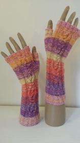 Arm- und Handstulpen bunt mit Zopfmuster handgestrickt