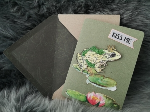 Grußkarte ♥KISS ME♥ gebastelt aus Kraftkarton und Designpapier, mit zauberhaftem Froschkönig kaufen - Handarbeit kaufen