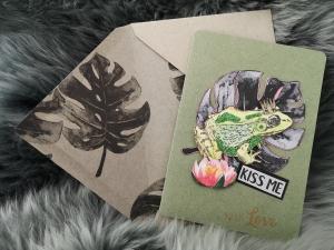 Grußkarte ♥KISS ME♥ gebastelt aus Kraftkarton und Designpapier, mit zauberhaftem Froschkönig zum Valentinstag verschenken - Handarbeit kaufen