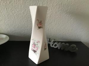 Porzellan  ♥️ Vase ♥ Geschenk ♥️ upcycling ♥ Unikate - Vintage Rosen - Handarbeit kaufen