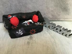 Deko-Sofa ❤️ Kosmetikbox Sofa ❤️ Taschentücherbox Sofa ❤️ Unikat - Totenkopf - Handarbeit kaufen
