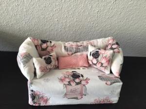 Deko-Sofa ❤️ Kosmetikbox Sofa ❤️ Taschentücherbox Sofa ❤️ Unikat - Möpse in Tulpen - Handarbeit kaufen