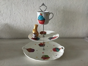 Etagere ♥ Porzellan  ♥️ Neu gestaltet ♥ upcycling ♥ Unikate - Muffins - Handarbeit kaufen