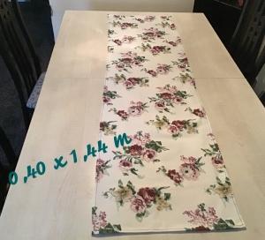 Läufer  ❤️  Tischläufer ❤️ Tischdecke ❤️ Geschenk ❤️ Deko ❤️  Unikat -  Blumen antik - Handarbeit kaufen