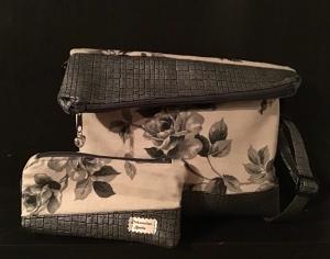 Fold Over  ❤️ Umhängetasche ❤️ Schminktasche ❤️ 2er Set  ❤️ Unikat -  beige grau Rosen - Handarbeit kaufen