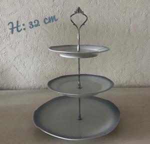 Etagere ♥ Porzellan  ♥️ Oma ´s Geschirr  ♥ upcycling ♥ Neu  Unikate -  Tortenplatte  - Handarbeit kaufen