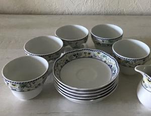 5 KaffeetassenSets ♥ 10-teilig ♥️ Porzellan  ♥️ Oma ´s Geschirr  ♥ vintage ♥ Neu - Blumen blau-gelb  - Handarbeit kaufen