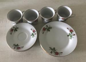 2 Gedecke ♥6-teilig ♥️ Porzellan  ♥️ Oma ´s Geschirr  ♥ vintage ♥  rote Rosen - Handarbeit kaufen