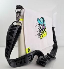 Tasche - Messenger Bag - aus echtem Segel - mit Stickmotiv Totenkopf - weiß/neon-gelb - UNIKAT - Handarbeit kaufen