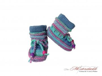 Babystiefel handgestrickt Booties hellblau lila Babys first socks