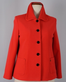 Roter Damen kurz Mantel in zeitlosem Desgin immer aktuell