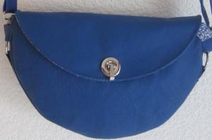 Halbrunde Ledertasche aus weichem Rindsnappa, royalblau, Crossbag, Handarbeit, Echtleder, Umhängetasche - Handarbeit kaufen