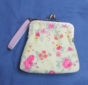 """Romantische Bügeltasche """"Rosen"""", Clipbörse, Täschchen mit Clipverschluss, Tasche mit Bügelverschluss, Clutch, Handtasche, Handarbeit - Handarbeit kaufen"""