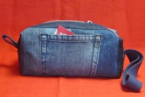 Innen beschichtete blaue Kulturtasche Jeans Upcycling Patchwork, Kulturbeutel, Waschtasche, Handarbeit  - Handarbeit kaufen