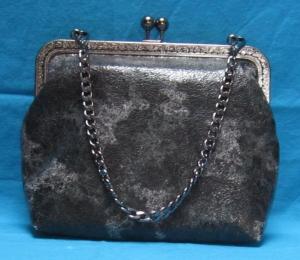 Ledertasche mit Clipverschluss, festliche Bügeltasche in schwarz-silber, Frame, Granny Bag, Handarbeit  - Handarbeit kaufen