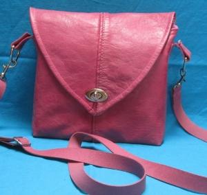 Ledertasche aus Nappaleder, Upcycling, rosafarbene Schultertasche, Crossbag, Crossbody, Handarbeit - Handarbeit kaufen