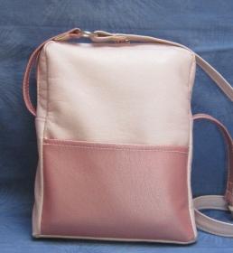 Elegante, alltagstaugliche Tasche aus edlem Kunstleder in rosa mit Perlmuttschimmer, Handarbeit - Handarbeit kaufen