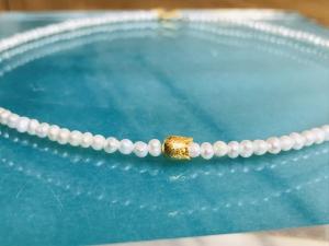 handgefertigte Süßwasserperlenkette, Collier, weiß creme, 3-4 mm ovale Perlen, mit goldener Blüte - Handarbeit kaufen