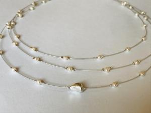 handgefertigte Süßwasserperlenkette, Collier, dreireihiges Perlencollier aus weißen Süßwasserperlen