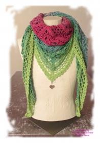 Ausgefallenes Häkeltuch mit Anhänger ♥ Schultertuch ♥ Dreieckstuch ♥ Lacetuch ♥ Einzelstück ♥ Baumwollmischung ♥ Bunt/Grün