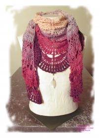 Ausgefallenes Häkeltuch mit Anhänger ♥ Schultertuch ♥ Dreieckstuch ♥ Lacetuch ♥ Einzelstück ♥ Baumwollmischung ♥ Pink/Lila
