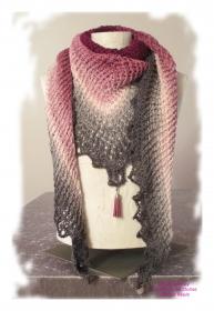 Ausgefallenes Häkeltuch mit Anhänger ♥ Schultertuch ♥ Dreieckstuch ♥ Lacetuch ♥ Einzelstück ♥ Baumwollmischung ♥ Rosa und Grau