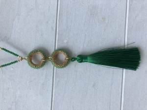 Schöne lange Kette mit Quaste in grün