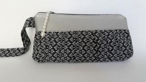 Pochette in schwarz-weiss mit grauer Passe und Perlenverschluß - Handarbeit kaufen