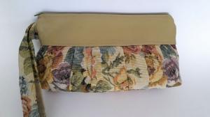 Pochette in beige mit sehr schönem Blumenmuster und Sternchenfutter - Handarbeit kaufen
