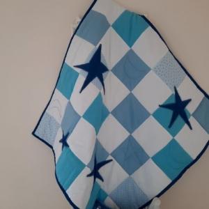 Verträumte Sternendecke in Blau-Weiß für die ganz Kleinen zum Krabbeln und Kuscheln - Handarbeit kaufen