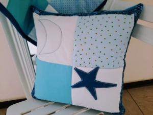 Blau-Weißes Patchwork-Kissen mit Mond und Stern zum Träumen und Kuscheln für Kinder - Handarbeit kaufen
