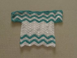 Gehäkelter kurzärmliger Pullover für Mädchen in grün-weißem Wellenuster