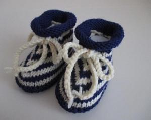 blau gestreifte Babyschuhe 3-6 Monate gestrickt Wolle - Handarbeit kaufen