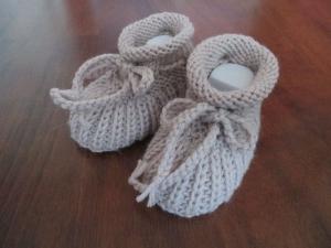 gestrickte Babyschuhe 0-3 Monate rosé Wolle Patentmuster - Handarbeit kaufen