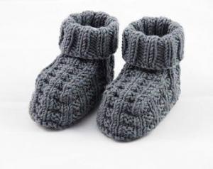 dunkelgraue Babyschuhe aus Wolle gestrickt 3-6 Monate - Handarbeit kaufen