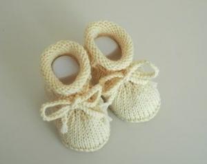 cremefarbene Babyschuhe, 0-3 Monate, von Hand gestrickt, aus reiner Wolle - Handarbeit kaufen