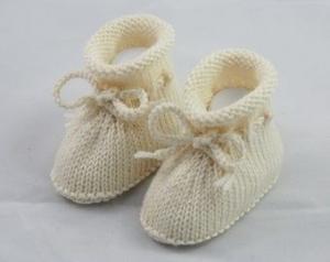 Babyschuhe, 4-9 Monate, von Hand gestrickt, in crème, aus reiner Wolle - Handarbeit kaufen