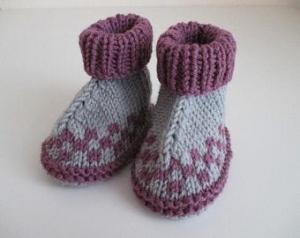 grau lila gemusterte Babyschuhe 3-6 Monate gestrickt - Handarbeit kaufen