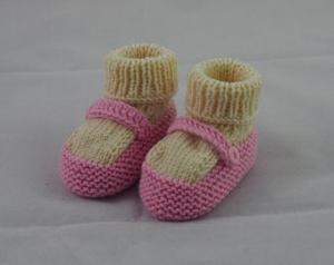 rosa Babyschuhe 3-6 Monate mit Riemchen gestrickt - Handarbeit kaufen