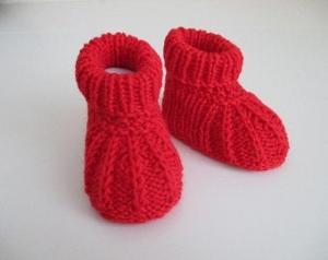 rote Babyschuhe 3-6 Monate gestrickt aus Wolle - Handarbeit kaufen