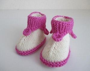 Babyschuhe 0-3 Monate gestrickt natur und pink Modell Kobold - Handarbeit kaufen