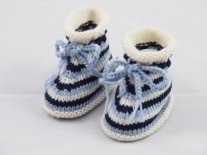 blau gestreifte Babyschuhe aus Wolle 3-6 Monate gestrickt - Handarbeit kaufen