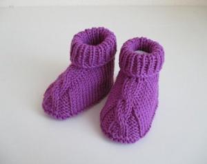 lila Wolle Babyschuhe 3-6 Monate gestrickt - Handarbeit kaufen