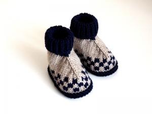 gestrickte Babyschuhe blau beige gemustert Größe 3-6 Monate aus Wolle - Handarbeit kaufen