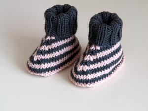 grau gestreifte Babyschuhe 0-3 Monate gestrickt aus Wolle - Handarbeit kaufen