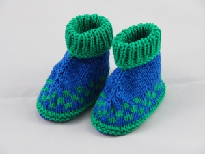 blau grün gemusterte Babyschuhe 3-6 Monate aus Baumwolle gestrickt - Handarbeit kaufen