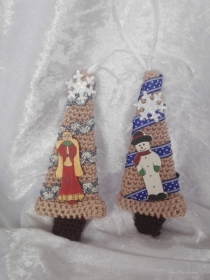 2 gehäkelte Bäume für Weihnachten - Handarbeit kaufen